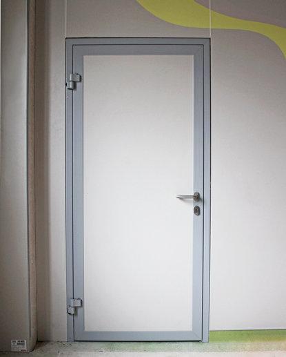 Дверь алюминиевая офисная hpl