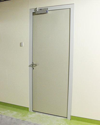 Дверь противопожарная алюминиевая одностворчатая