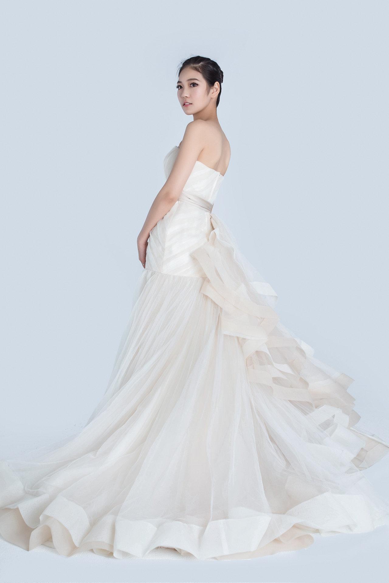 lz bridal designer wedding dress rental White by vera wang