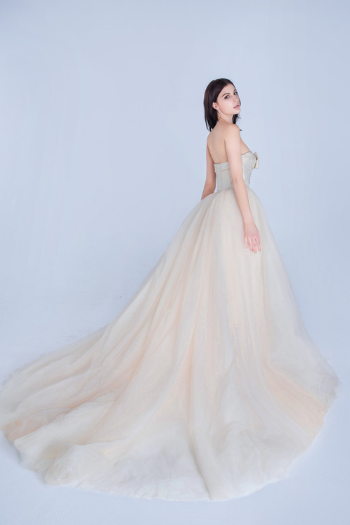 Striking White By Vera Wang Double Weave Floral Matelasse Ball Gown With  Tulle Skirt. Strapless Double Weave Floral Matelasse Bodice Features  Eye Catching ...