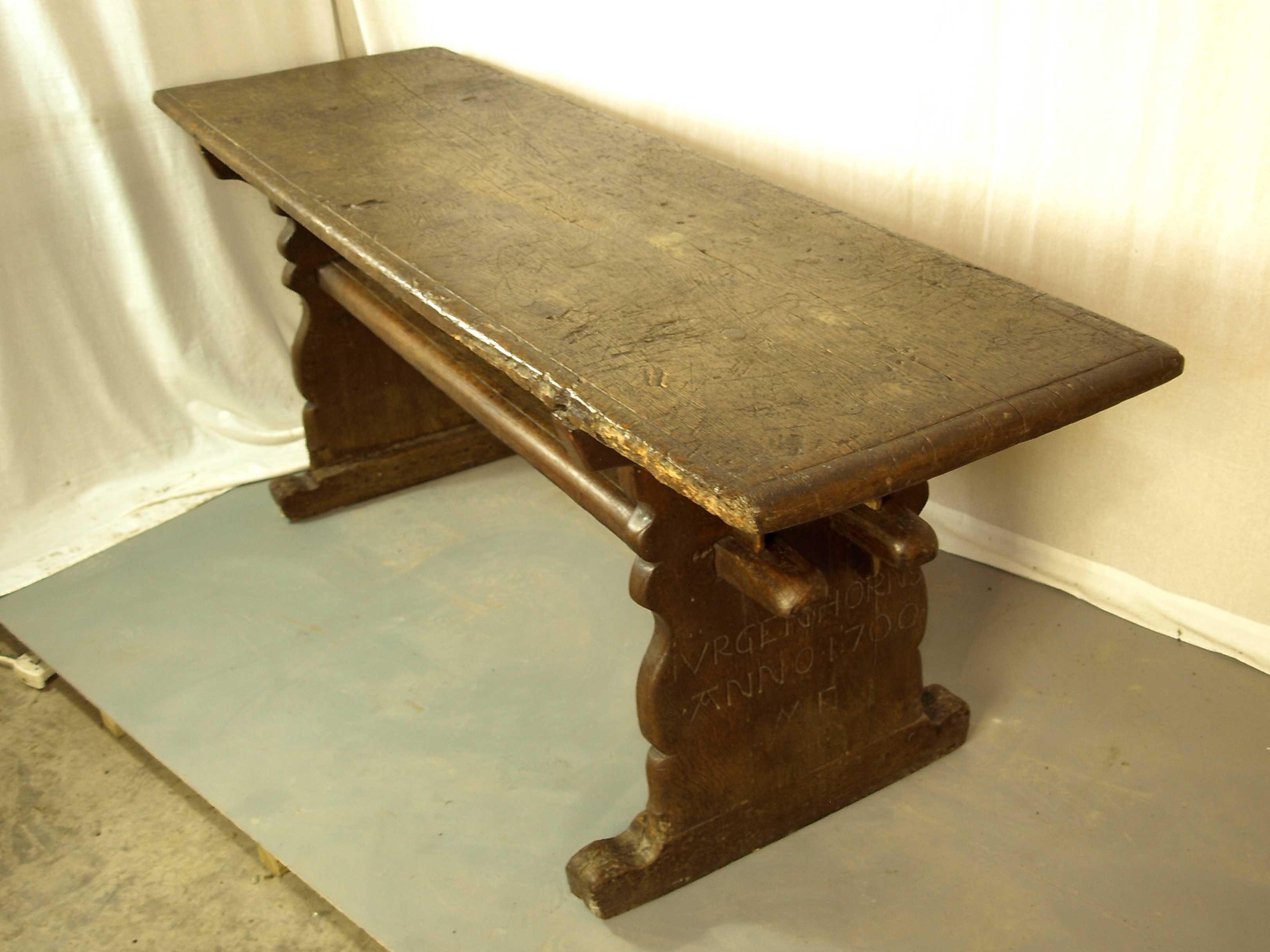 OAK TAVERN TABLE