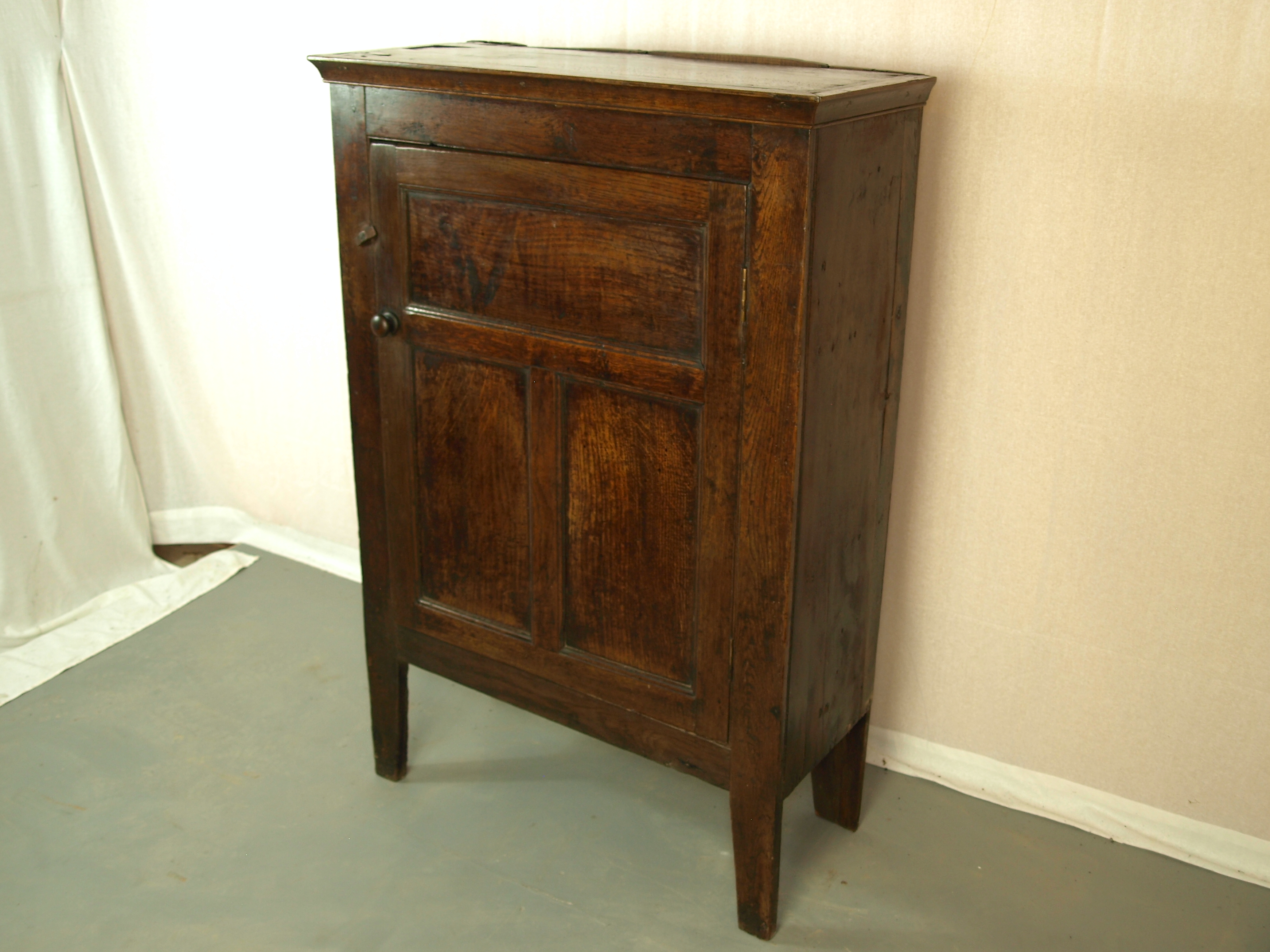 COUNTRY OAK SIDE CUPBOARD