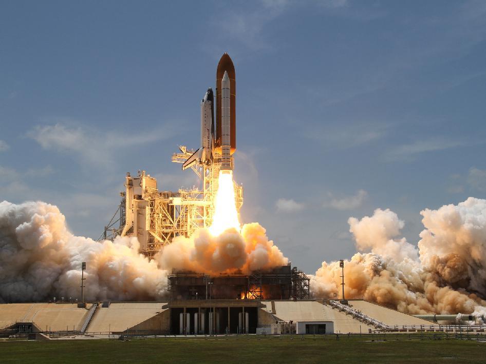 453900main_launch2-m_946-710