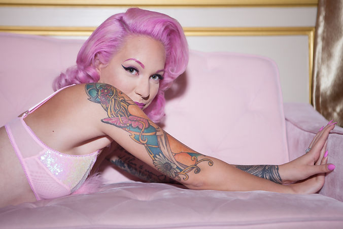 Ciara_Carriere_Miss_Pinky_Pinup_-_Pearl_