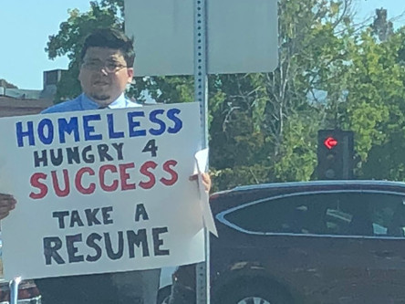 Homeless man hands out resumes, gets hundreds of job offers