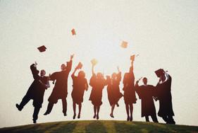 Graduation%20Hat%20Throw_edited.jpg
