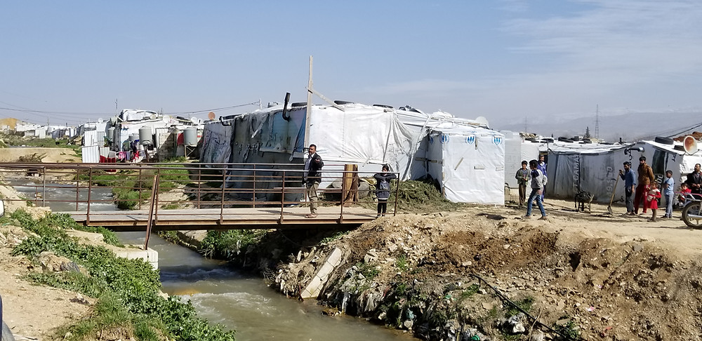 picture of tents and other makeshift homes for refugees