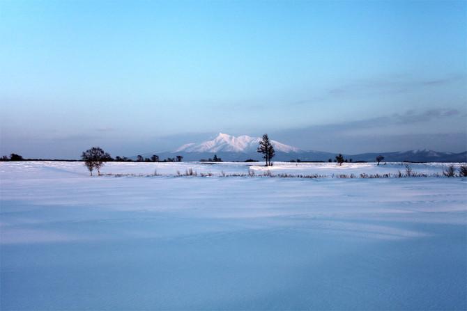 山と流氷、雪原