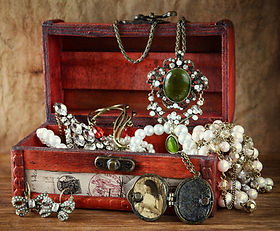 Gypsy Rose treasure chest of pearls