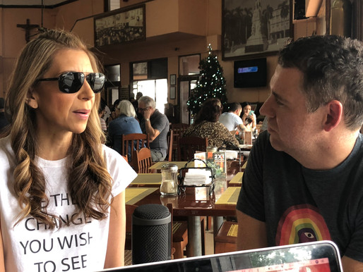 Conversando con Magos Herrera en el Café Habana