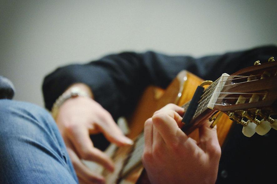 Alexander Gil_Guitarist_02.jpg