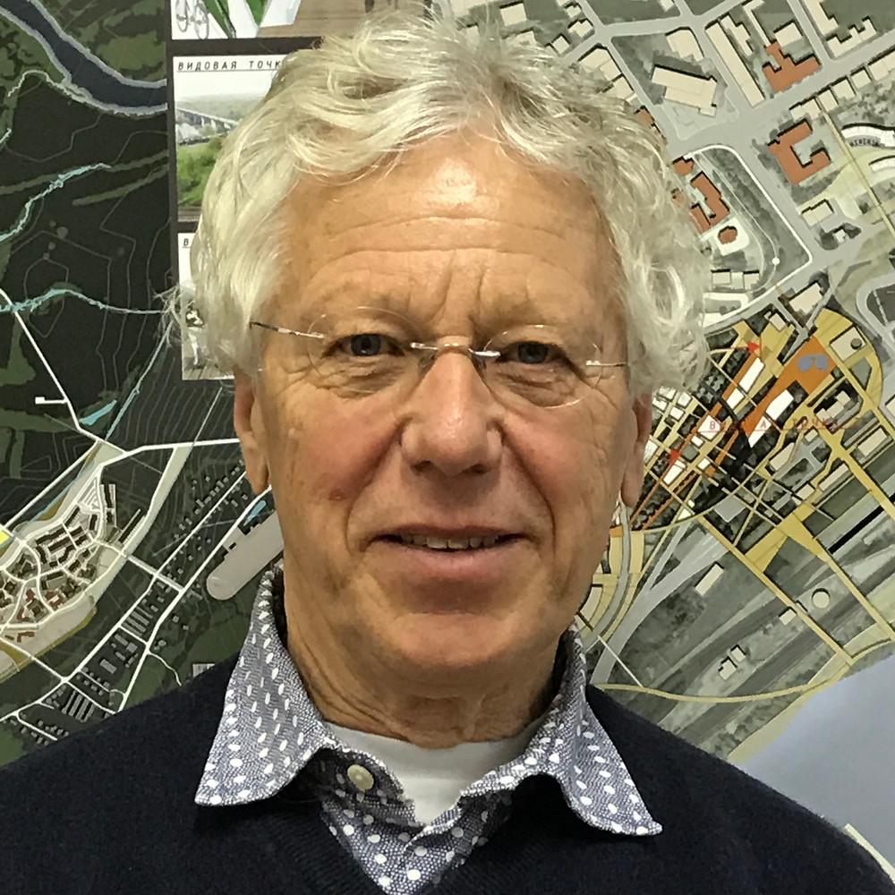 постоянныйкорреспондентголландского Радио КРО Петер д'Амкур