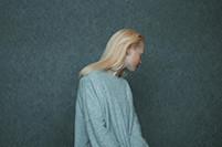 Earrings - - silver, plastic – 2 x 2 x 30 cm – Photo rights Annamaria Mikulik