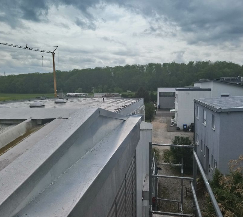 Blechdach Autobahnraststätte