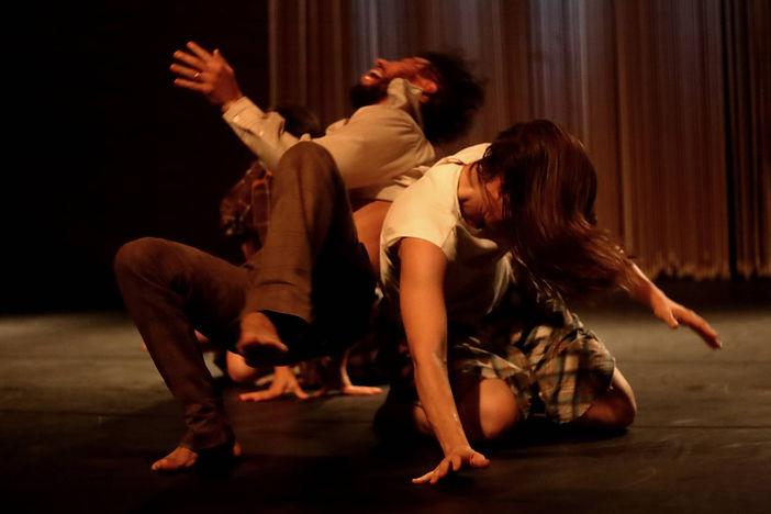 Núcleo Improvisação em Contato. Foto: Fábio Minagawa