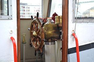wheelhouse-241793_1920.jpg