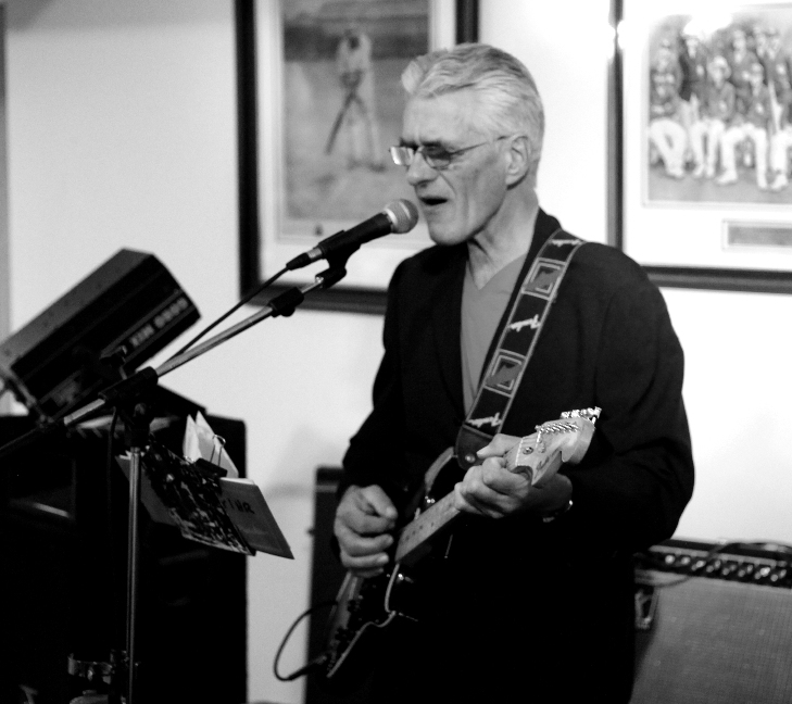Dave-The Swinging 60s band-singing