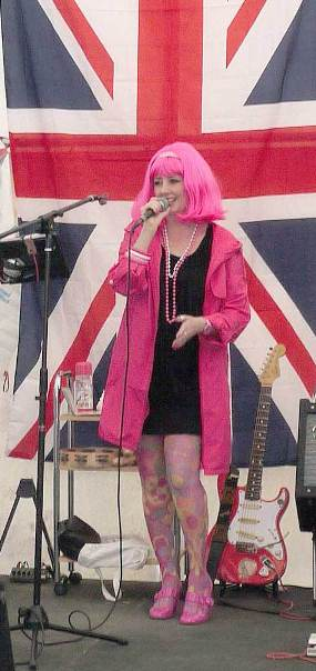 Leah-pink wig-live 60s band Kent