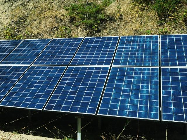 太陽光パネルのイメージ/カルヤーナさんによる写真ACからの写真