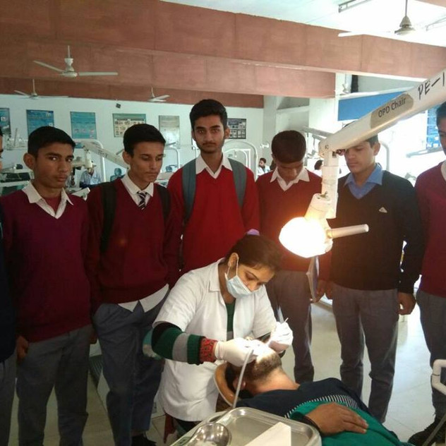 Students Visits, Periodontics