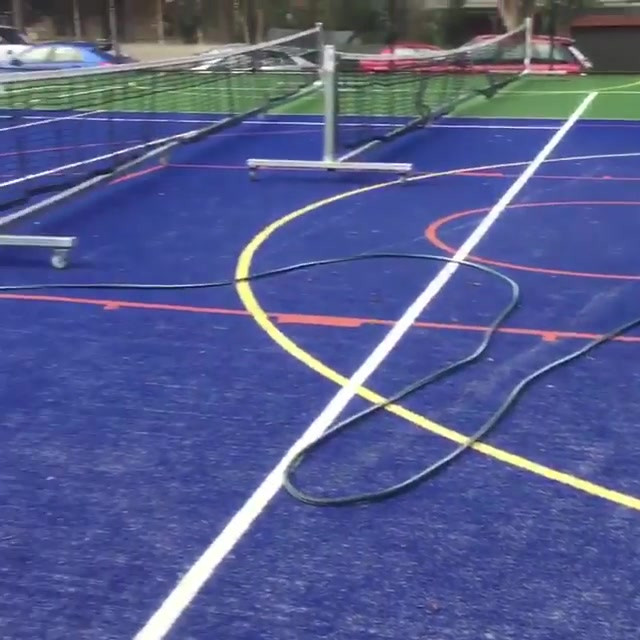 Pressure cleaning the tennis court to ma