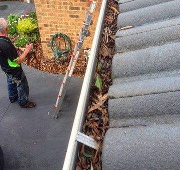 Gutter Cleaning Advice, Tips And a Bit of Fun!