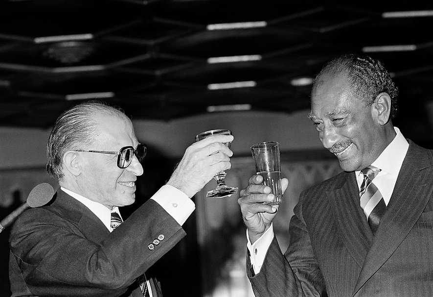 Prime Minister of Israel Menachem Begin and Egyptian President Anwar Sadt toasting the peace traty signed between th two countries.