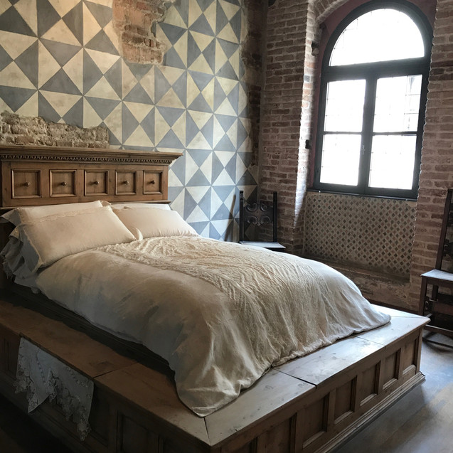 Bed from Romeo and Juliet's Shakespe