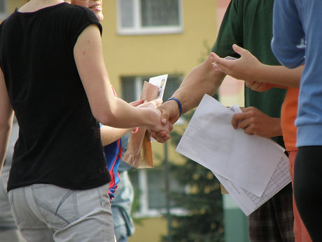 handshakes-930178_1920.jpg