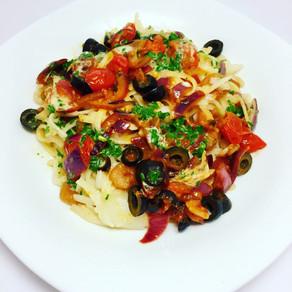 Ryžové špagety so zeleninou a krevetami.