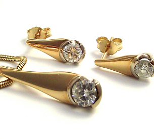 Jewellery Commission. Jewellery redesigned. Diamond pendant and earrings. Hand made jewellery.