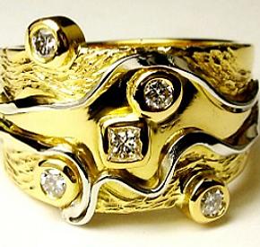 Jewellery Commission. Handmade ring. Jewellery remodelling. Diamond yellow gold and platinum bespoke ring.