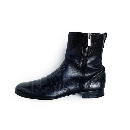 SALVATORE FERRAGAMO BLACK LEATHER ZIP UP BOOTS