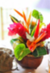 composition-florale-mariage-theme-hawai_