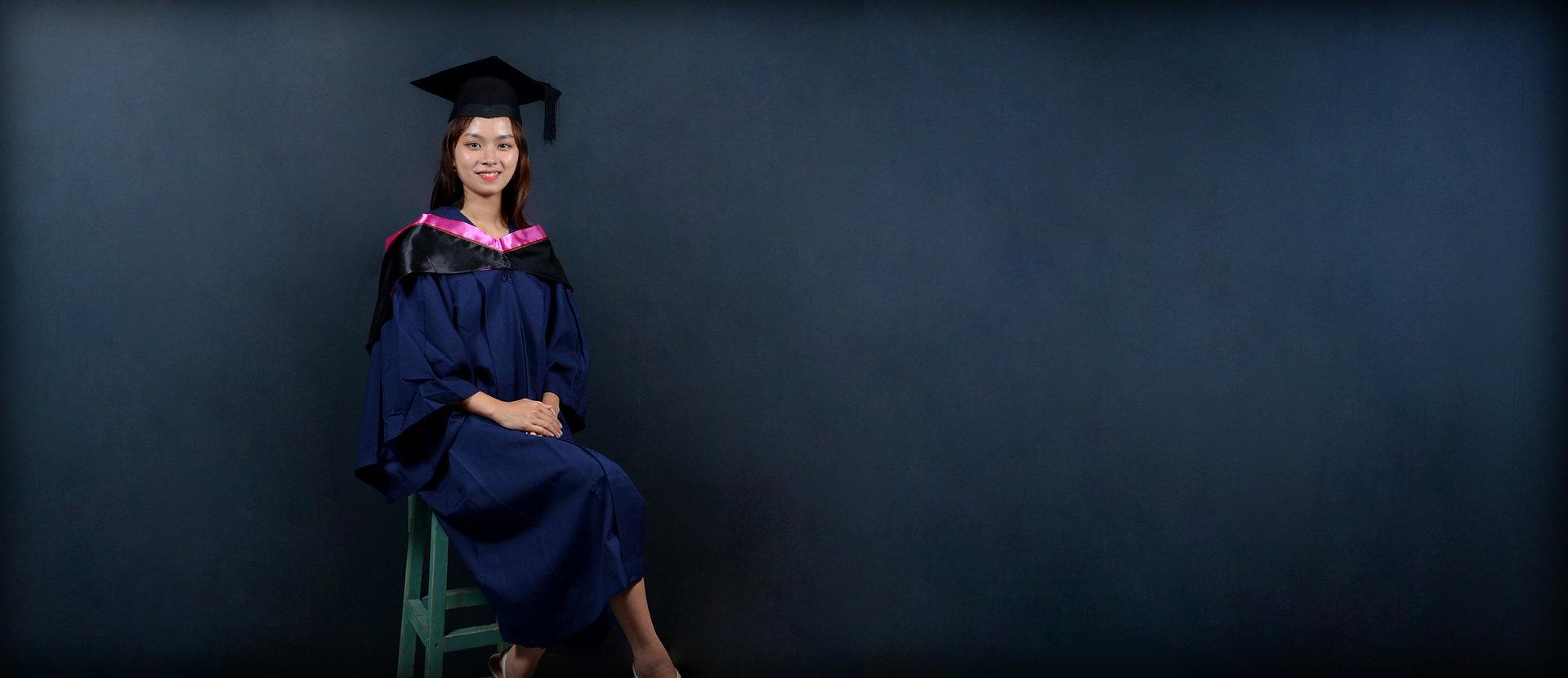 The Hong Kong Polytechnic University ( PolyU ) Graduation Gown | Academic Dress and Academic Regalia | Rent or Buy 租借、購買香港理工大學畢業袍 | 理工大學畢業袍 | 理大畢業袍 | 學士畢業袍、碩士畢業袍、博士袍畢業袍