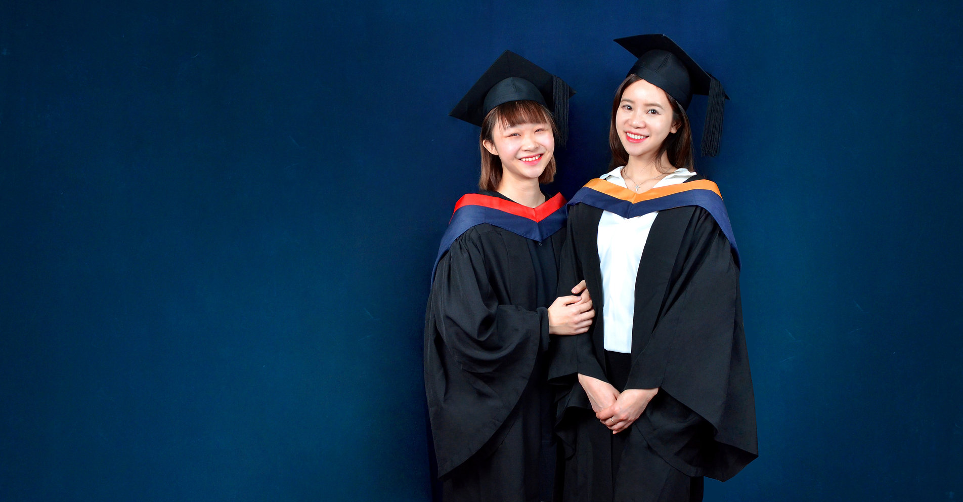 The University of Hong Kong (HKU) Graduation Gown | HKU Academic Dress and Academic Regalia | Rent or Buy | HKU graduation gown | HKU academic dress | HKU gown  香港大學畢業袍 |  港大畢業袍  | 學士畢業袍、碩士畢業袍、博士袍畢業袍