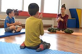 Yoga ludique, Enfants credit photo ville de La Garde