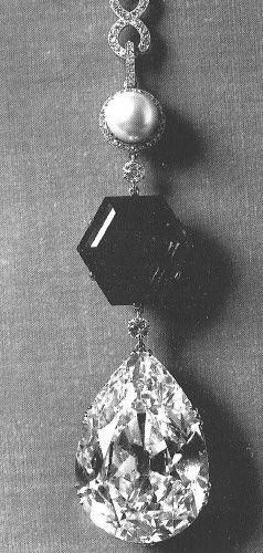 Star of the East necklace, pear shape diamond, hexagonal emerald, the Stotesbury emerald