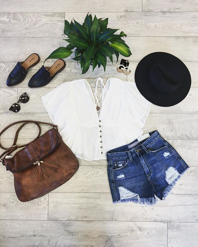 The perfect flowy white Summertime shirt