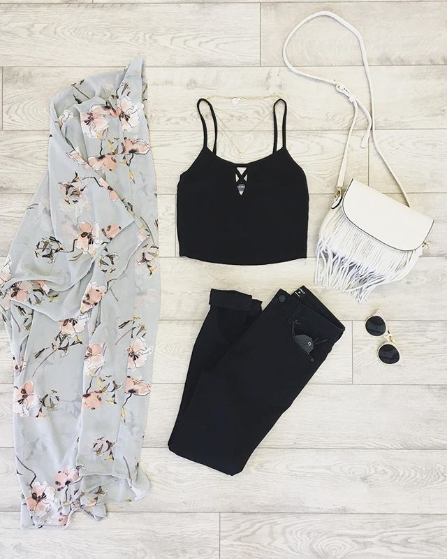 It's crop top weather! ☀️_Also, we just