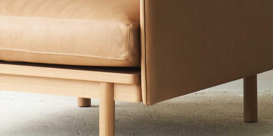 tolv-Pensive-leather-armchair-canyon-closeup-4.jpg
