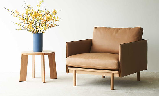 tolv-Pensive-leather-armchair-canyon-main-2.jpg