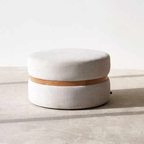 fabric-ottoman-saga-pearl-medium-setting