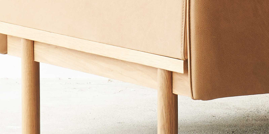 tolv-Pensive-leather-armchair-canyon-closeup-2.jpg