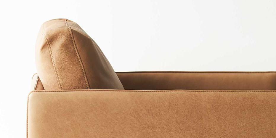 tolv-Pensive-leather-armchair-canyon-closeup-3.jpg