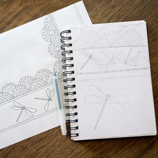 Illustration à l'encre de Chine / motif aux libelulles bleues