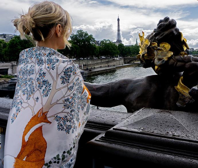 """Shooting photo à Paris foulard """"Le Roi de la forêt"""" pour """"Ania Axenova – Paris"""""""