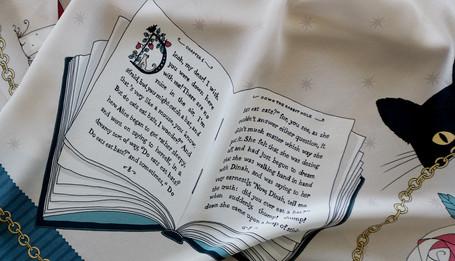 """Design de foulard en soie """"Alice au pays des Merveilles"""" pour """"Ania Axenova – Paris"""" / livre dessiné"""