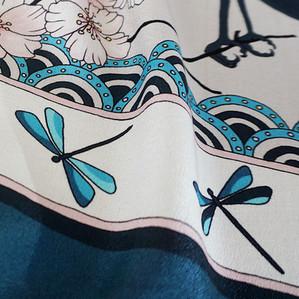 "Design Textile – Foulard de soie ""Bluebirds Party"" pour ""Ania Axenova – Paris"", des libelulles"