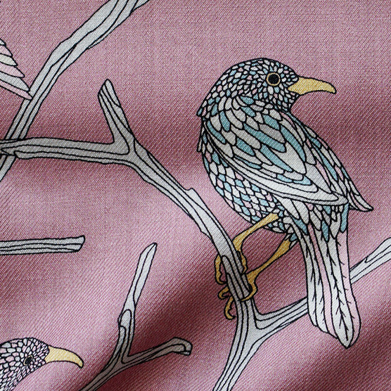 """Design Textile / Création de grand châle en laine """"Déjeuner dans l'arbre"""" pour """"Ania Axenova – Paris"""", oiseau sur fond rose"""